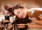 Maschera termale al cioccolato. trattamento spa di lusso — Foto Stock