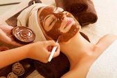 Spa du visage de masque au chocolat. salon de beauté spa — Photo