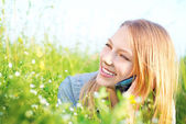 Beautiful Teenage Girl talking on the Phone outdoors — Stock Photo