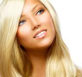 美丽的金发女孩,在白色背景上孤立 — 图库照片