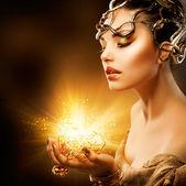 Portret dziewczyny moda. złoty makijaż — Zdjęcie stockowe