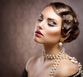 Retro Styled Makeup With Pearls. Beautiful Young Woman Portrait — Stock Photo