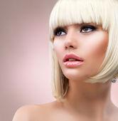 时尚金发女子肖像。金色的头发 — 图库照片