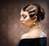 Classical Retro Style Portrait. Romantic Beauty. Vintage — Stockfoto