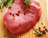 Bife de carne crua — Foto Stock