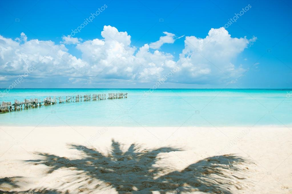 Caribbean Island. Vacation and Tourism concept. Sun and Palms  — Stock Photo #12802415