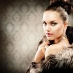 hermosa mujer abrigo de piel de lujo — Foto de Stock