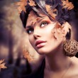 Foto Stock: Autumn Woman Fashion Portrait. Fall