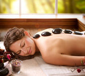 Spa-салон. массаж камнями. dayspa — Стоковое фото
