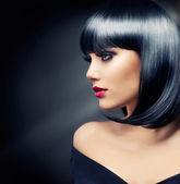 Güzel esmer kız. sağlıklı siyah saç — Stok fotoğraf