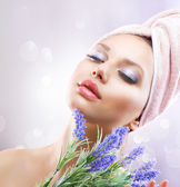 Spa Girl with Lavender Flowers. Organic Cosmetics — Stock Photo