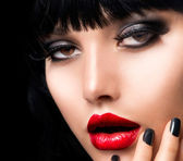 Beautiful Brunette Girl Portrait. Face. Makeup. Sensual Red Lips — Stock Photo