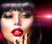 Beautiful Brunette Girl Portrait. Face. Makeup. Sensual Red Lips — Foto de Stock