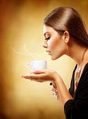 Café. hermosa chica beber té o café — Foto de Stock