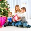 Happy Children with Christmas gifts — Stockfoto