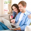 Young couple with Laptop and Credit Card buying online — Foto de Stock