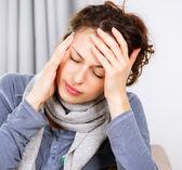 Mujer con dolor de cabeza — Foto de Stock