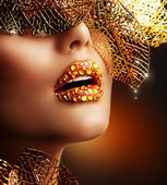 Luxury Golden Makeup. Beautiful Professional Holiday Make-up — Zdjęcie stockowe