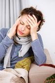 Donna con mal di testa — Foto Stock