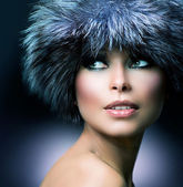 Winter Fashion. Fur Hat. Beautiful Girl in Furry Hat — Stock Photo