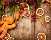 Noel tatili arka plan. zencefilli kurabiye adam — Stok fotoğraf