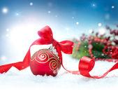 Kerst vakantie achtergrond met versieringen en sneeuwvlokken — Stockfoto