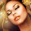 Fashion Glamour Makeup. Holiday Gold Makeup  — 图库照片
