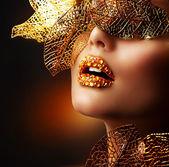 黄金の高級化粧。休日は、プロのメイクアップ — ストック写真
