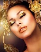 Fashion Glamour Makeup. Holiday Gold Makeup — Stock Photo