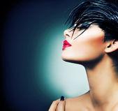 Retrato da arte moda de menina bonita. mulher de estilo de vogue — Foto Stock