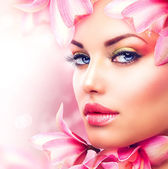Beautiful Girl With Orchid Flowers. Beauty Woman Face — Stockfoto