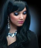 Jewelry. Beautiful Brunette Girl with Holiday Makeup — Stok fotoğraf