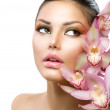 Beautiful Girl With Orchid Flowers. Beauty Model Woman Face — Stock Photo