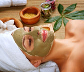Masque de boue de spa. femme dans le salon spa — Photo