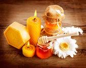 亲爱的水疗中心。医疗保健。手工制作蜂蜜皂。自然疗法 — 图库照片