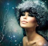 Winter Christmas Woman Portrait. Beautiful Girl in Fur Hat — Stock Photo