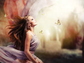 Piękna dziewczyna w mistycznej i magicznej wiosną ogród — Zdjęcie stockowe