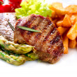 Grilled Beef Steak Meat with Fried Potato, Asparagus, Tomatoes — Stock fotografie