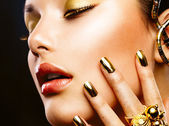 Fashion Beauty. Manicure and Make-up — Stock Photo