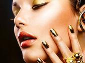 Fashion Beauty. Manicure and Make-up — Stock Photo