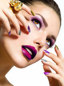 Moda belleza. manicura y maquillaje. arte de uñas — Foto de Stock
