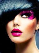 Moda modello brunetta ritratto. acconciatura — Foto Stock