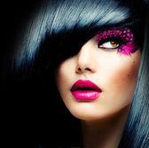 ファッション ブルネット モデルの肖像画。髪型 — ストック写真