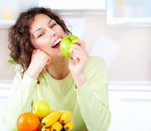 Dieting concept. Healthy Food. Young Woman Eats Fresh Fruit — Stock Photo
