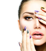 Mode skönhet. manikyr och make-up. nail art — Stockfoto