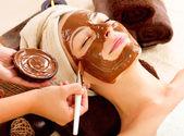 Chocolade masker gezicht spa. spa schoonheidssalon — Stockfoto