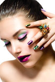 Mode schoonheid. manicure en make-up. nagel kunst — Stockfoto