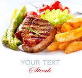 Grilled Beef Steak Meat with Fried Potato, Asparagus, Tomatoes — Stockfoto