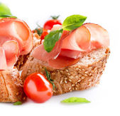 Jamon. fatias de pão com presunto serrano espanhol serviram como tapas — Foto Stock