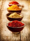 Spezie curry, zafferano, curcuma — Foto Stock